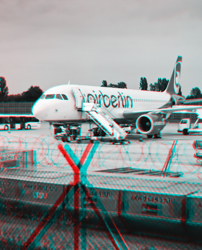 Aircraft behind fence - Berlin-Tegel stereoscopic 3D anaglyph